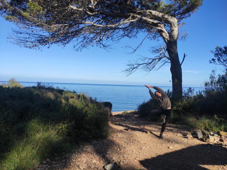 Cómo hacer la postura del árbol | VRKSASANA